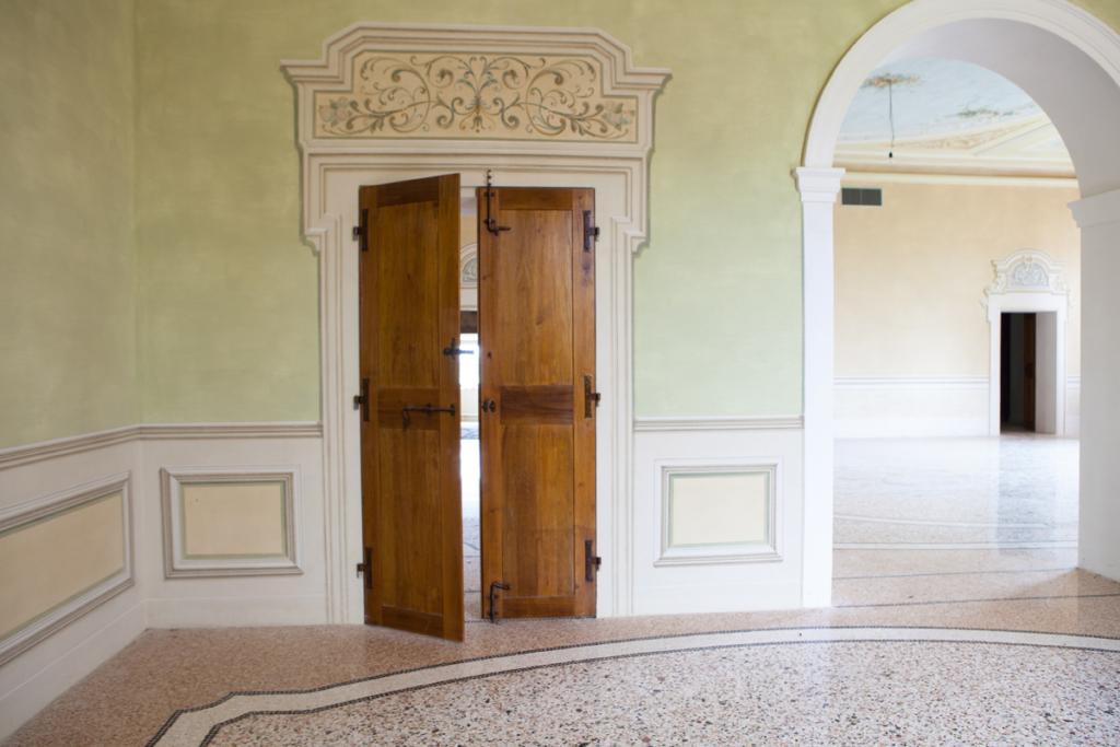 restauro porte palazzi storici Bologna